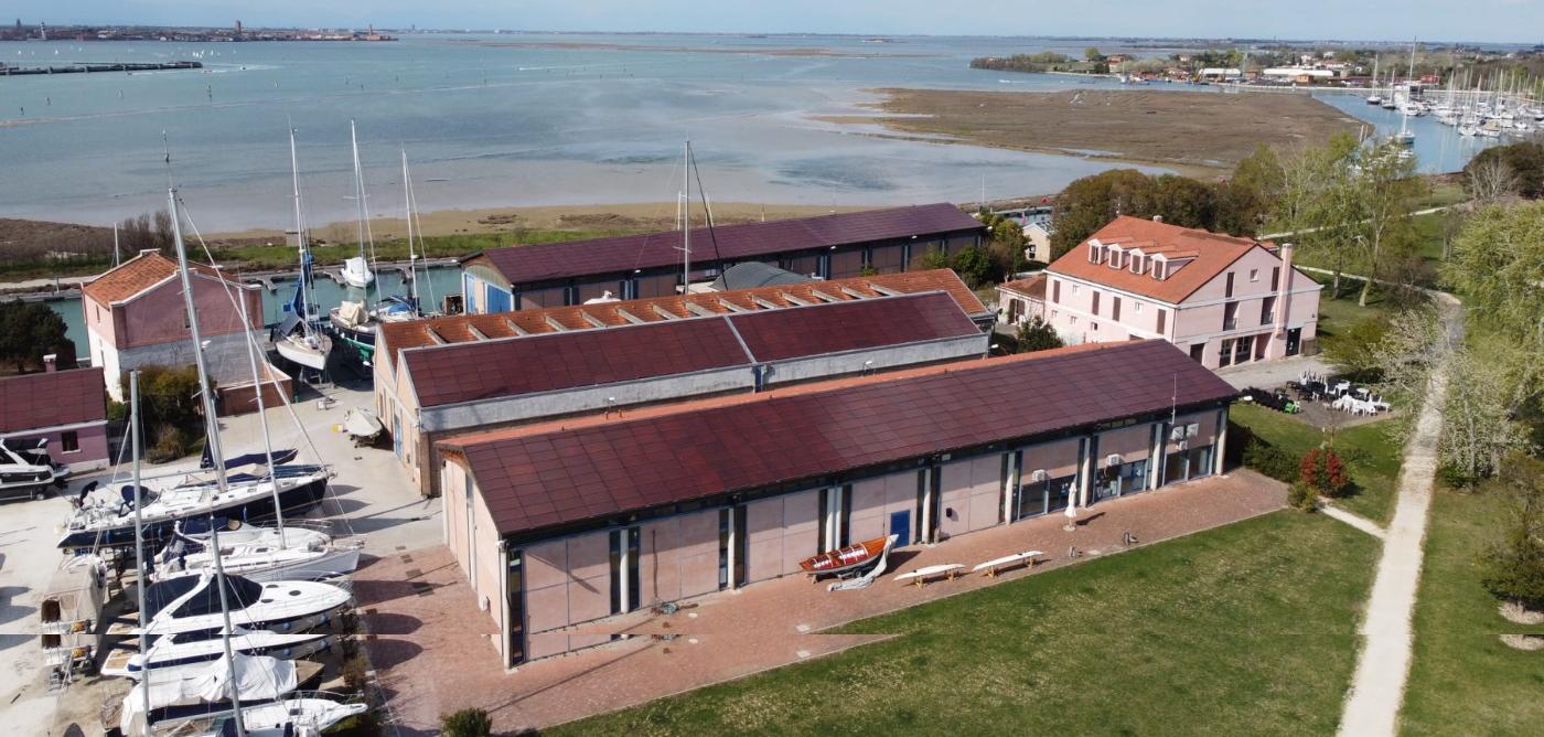Isola certosa - Venezia - tegole fotovoltaiche
